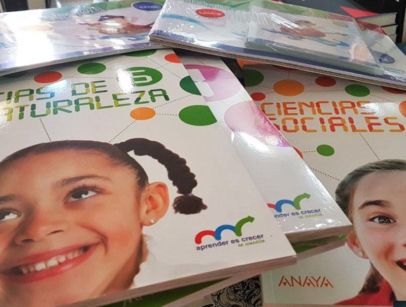 Fotografía de libros de texto para niños